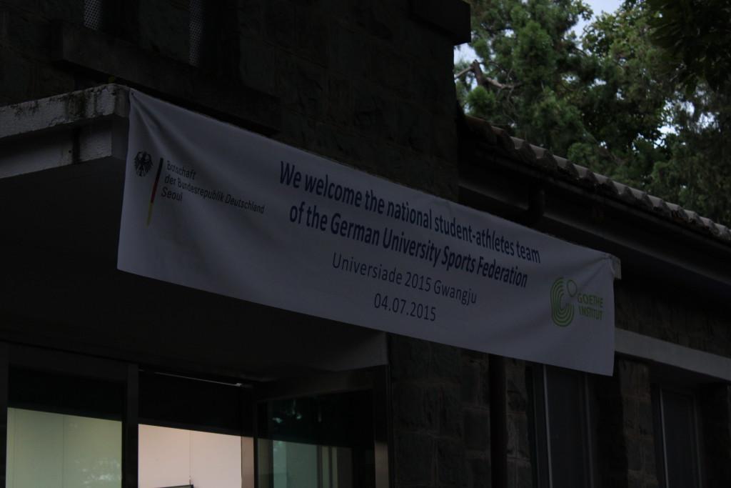 Banner zu Ehren des Studierendenteams