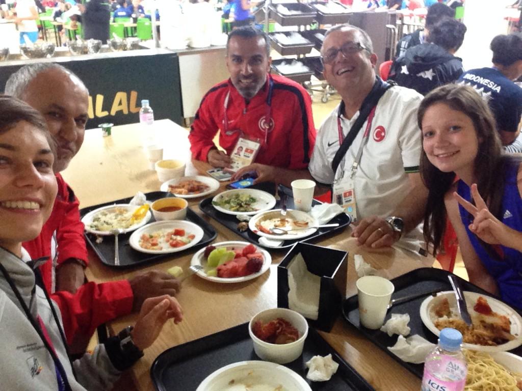 Selfie mit türkischen Trainern und Franzi, die später dazu kam