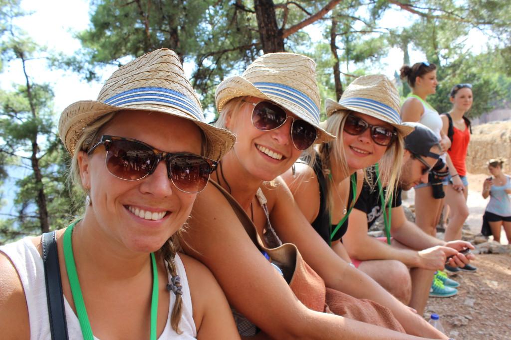 Die Teilnehmerinnen aus Schwäbisch-Gmünd mit ihren Sonnenhüten