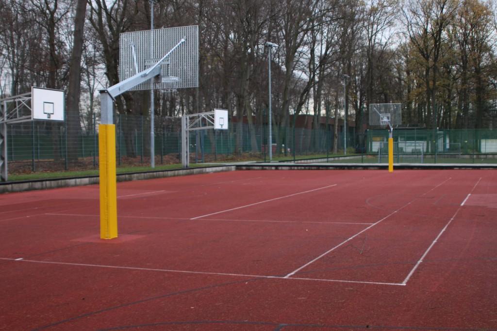 Neues Basketballfeld
