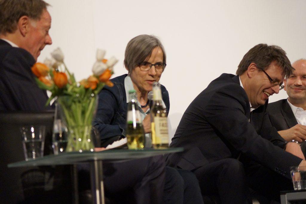 Behauptete sich als einzige Dame in der Runde: Sylvia Schenk