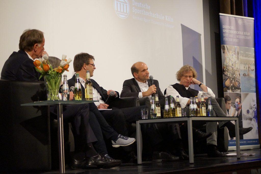 """Volker Schürmann, Jürgen Mittag und Thomas Weikert (v.r.) vertraten ihre Standpunkte zum Thema """"Korruption im Sport"""